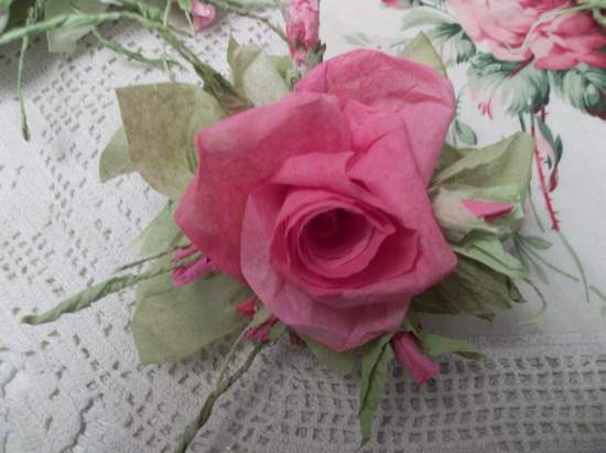 ((Julie)  Handmade Paper Rose Clip