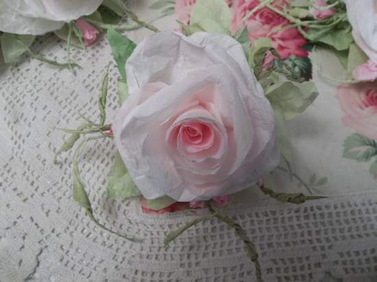 (Rosa Esther) Handmade Paper Rose Clip
