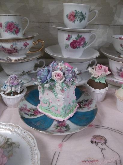 (Rosa Violet Sky) Fake Cake Slice