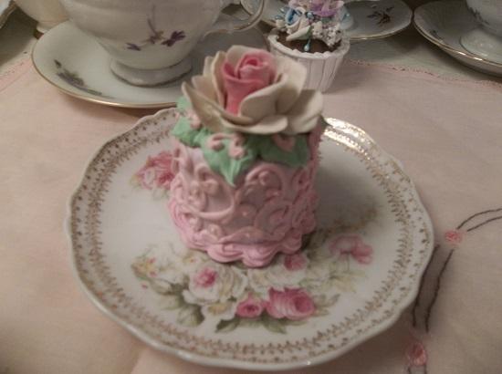 (Valerie Anne) Funky Junk Fake Cake