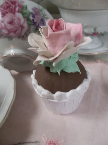 (Chocolate And Roses) Mini Fake Cupcake