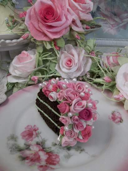 (Gobs Of Roses) Fake Cake Slice