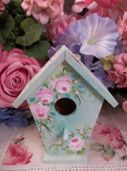 (Robin) Handpainted Bird House