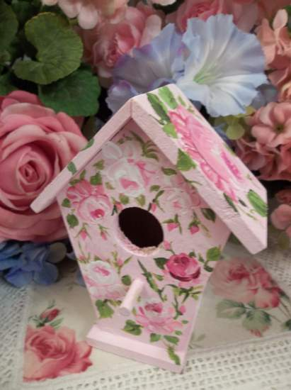 (Chickadee) Handpainted Bird House