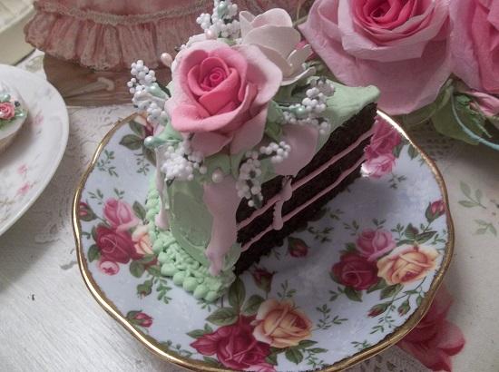 (Valeria) Fake Cake Slice