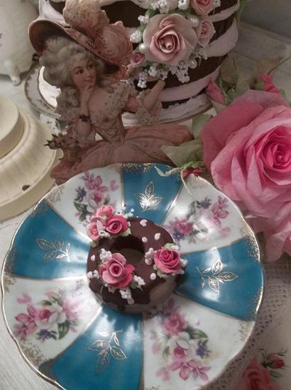 (Toloula) Decorated Mini Donut