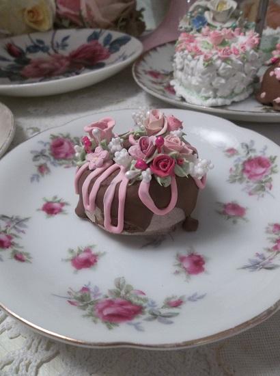 (Drizzled Deedra) Decorated Mini Donut