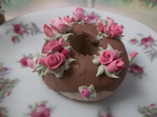 (Rosie Rosia) Decorated Mini Donut