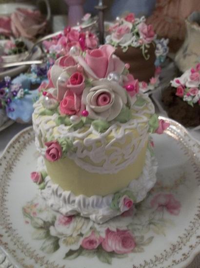 (Nora Jayne) Funky Junk Fake Cake