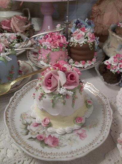 (Flora) Funky Junk Fake Cake