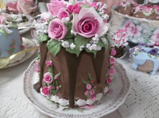 (Drama Queen) Fake Cake