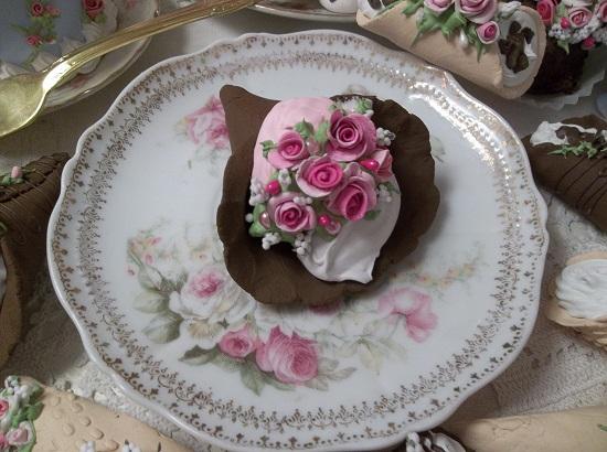 (Barbarah) Decorated Fake Cannoli