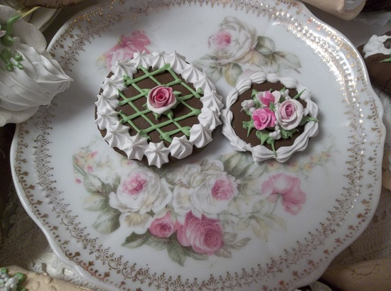 (Lattice And Roses) Set Of 2 Fake Cookies