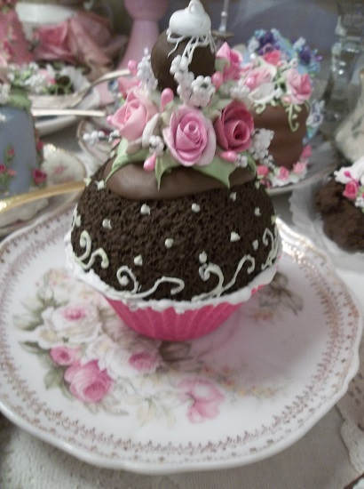 (Tracy Grace) Fake Cupcake