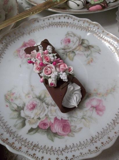 (Ariel) Decorated Fake Cannoli
