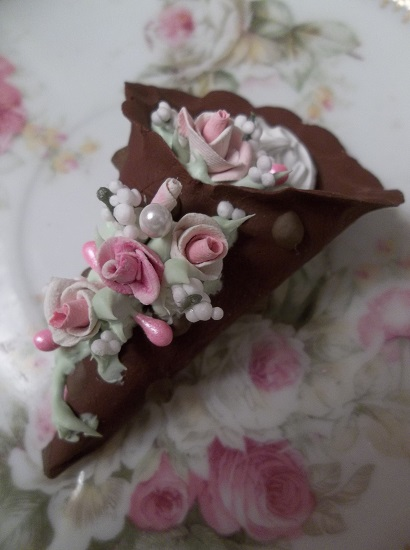 (Gabriella) Decorated Fake Cannoli