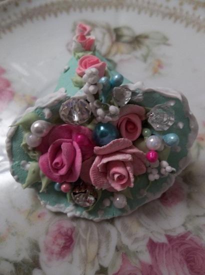 (Sea Foam) Decorated Treasure Cone