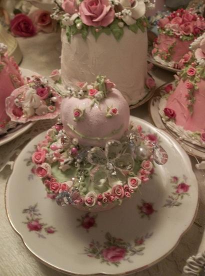 (Rose Eyes) Fake Cupcake