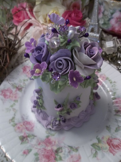 (Violet's Song) Fake Cake