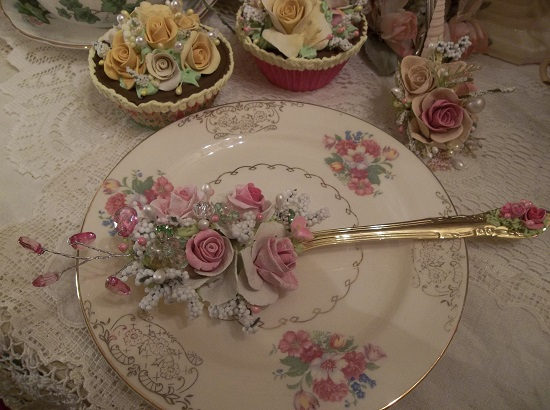 (Emerald Eyes That Sparkle) Decorated Tablespoon (Not Vintage)