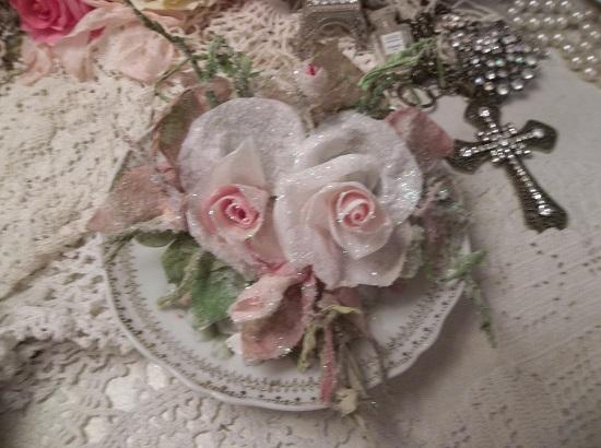(Rapunzel Rosa) German Glass Glittered Handmade Paper Rose Clip