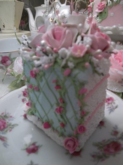 (Trellis Rose) Fake Cake Slice
