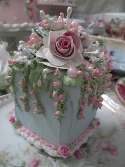 (Betsy) Fake Cake Slice