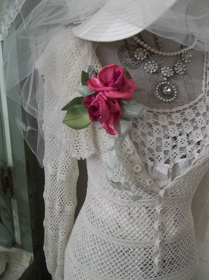 (Mystery) Shabby Hand Made, Hand Sewn Satin Rose Brooch