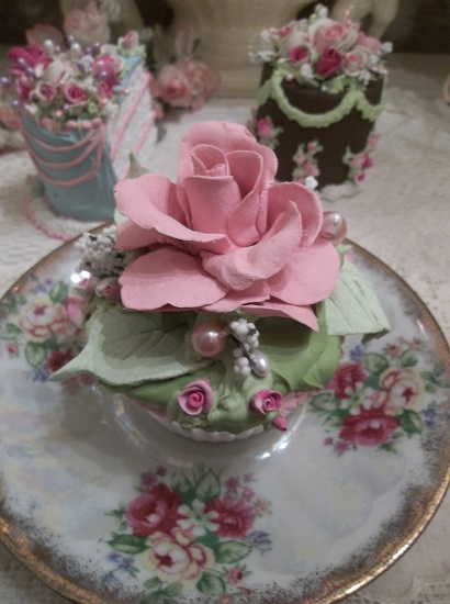 (Queenie Cuppa Cake) Fake Cupcake
