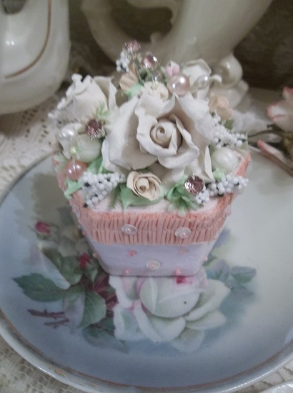 (Ruffled White Rosa) Paper Trinket Box
