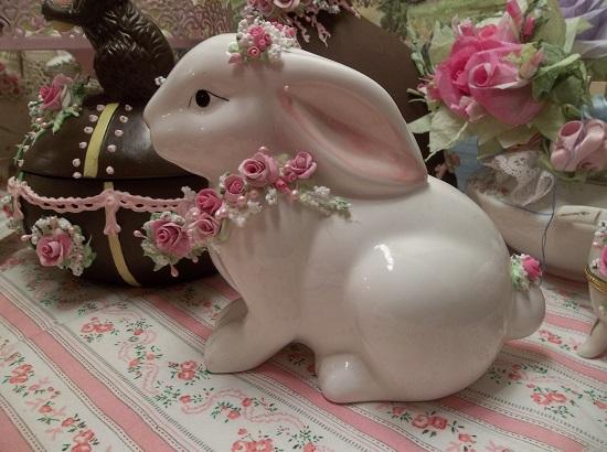 (Snow White Rose Rabbit) Decorated Ceramic Rabbit