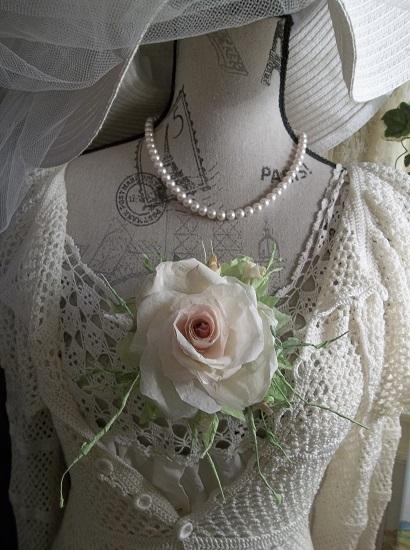 (Betty) Handmade Paper Rose Clip