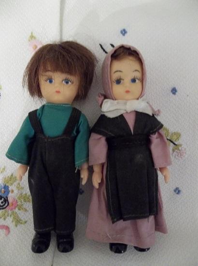 (Amish Dolls) 2 Vintage Amish Dolls