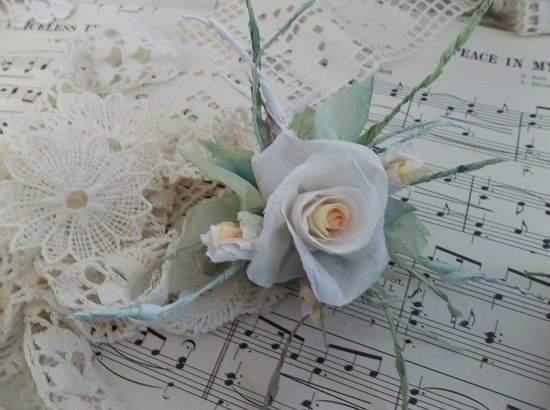 (August) Handmade Paper Rose Clip