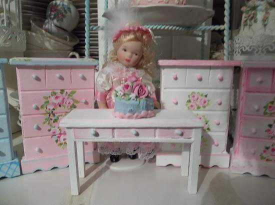 (Laurie) 2 Piece Handpainted Table And Fake Cake