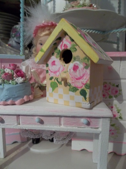(Lemon Rose) Handpainted Fake Small Birdhouse