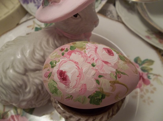 (Dee) Handpainted Fake Egg