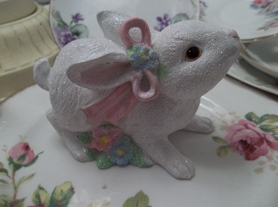 (Nettie) Ceramic Bunny Easter Decoration