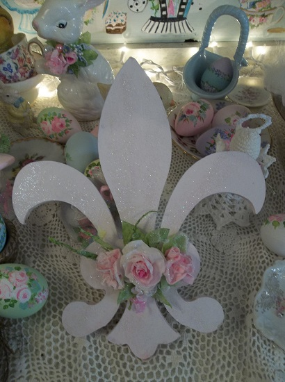 (Fleur de lis) Decorated Wall Hanging