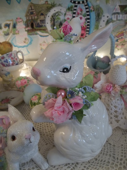 (June Rabbit) Decorated Ceramic Bunny