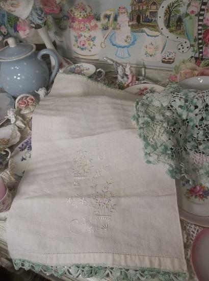 (Handmade Elegance) Linen Tea Towel With Crochet Doily