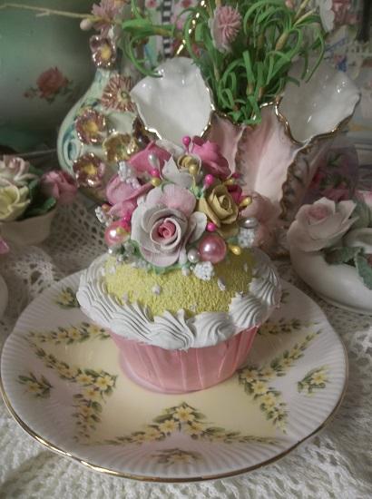 (Lemon Swiss Cupcake) Fake Cupcake