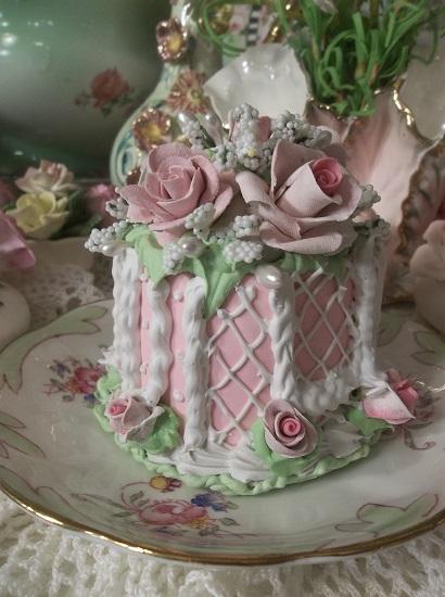 (Cottage Rosina) Funky Junk Fake Cake