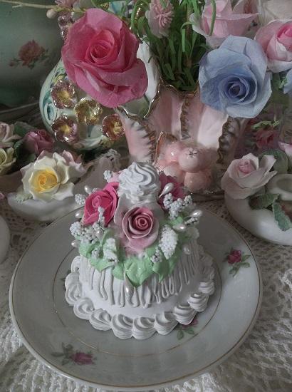 (Icy Rosa) Funky Junk Fake Cake