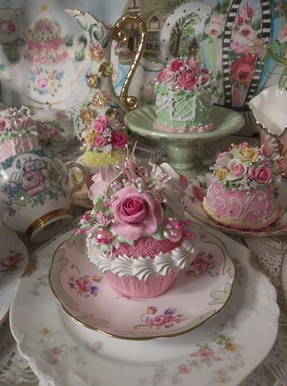 (Born Free) Fake Cupcake