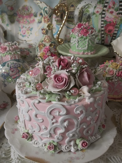 (Amazing Amanda) Fake Cake