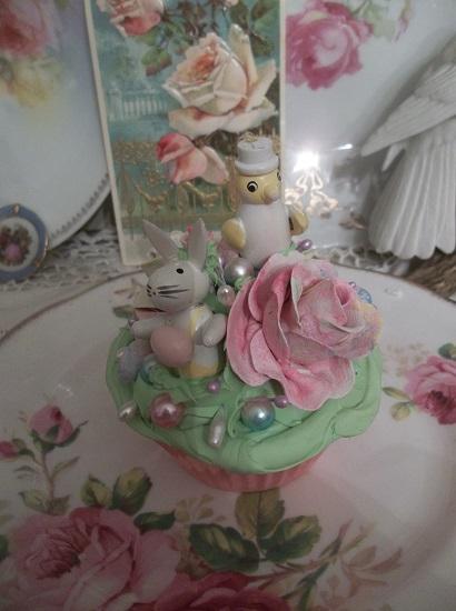 (Francess & Hank) Fake Cupcake