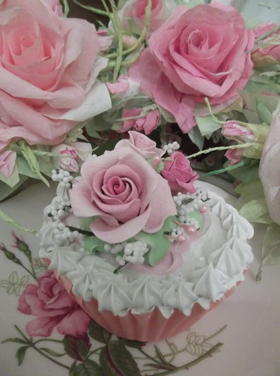(May Day) Fake Cupcake