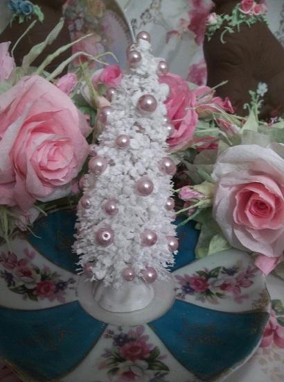 (Pearl's Christmas) Decorated Bottlebrush Christmas Tree