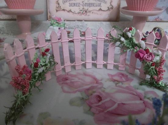 (Valentine Cottage Picket Fairy Fence) Decorated Mini Picket Fence